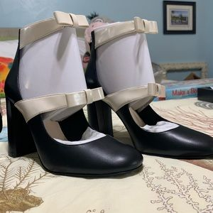 Nine West Vintage-look black high heels